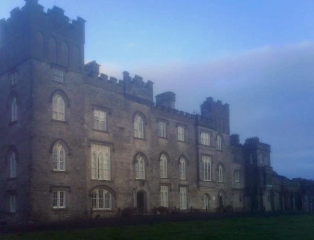 Dunsany_Castle_in_Meath_mist_bearbeitet-1